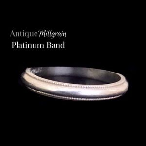 Platinum Wedding Ring •Heavy•